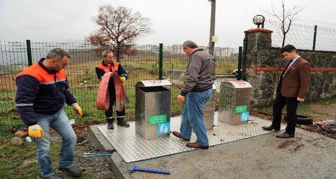 Başiskele'de 5 çöp konteyneri daha yeraltına alındı