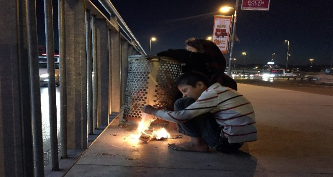 (Özel Haber) Sokakta kalan Suriyeli çocukların soğukla mücadelesi yürekleri burktu
