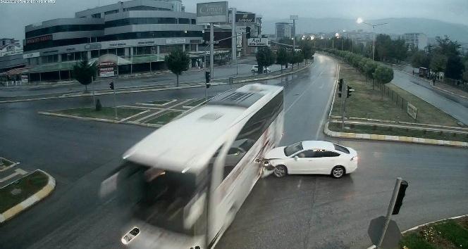 Tokat'ta MOBESE kameralarına yansıyan ilginç trafik kazaları