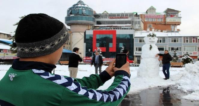 Erzurum'da 3 metrelik 'Dadaş Kardan Adam'