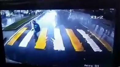 Gence çarpıp kaçan otomobili otobüsün kamerasından buldular