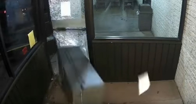 ATMyi yerinden sökerek çaldılar