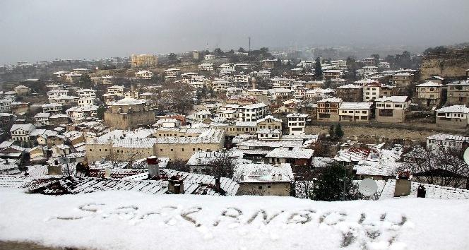 Safranbolu'ya sezonun ilk karı düştü