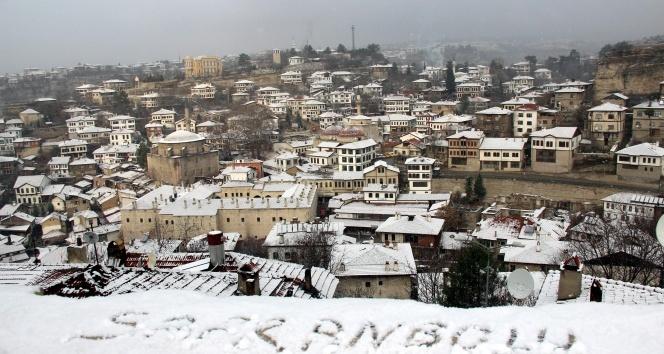 Safranboluya sezonun ilk karı düştü