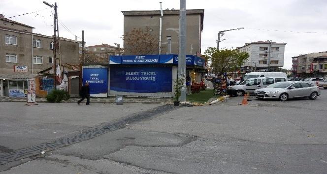 Ümraniye'de silahlı 3 kişi sigara taşıyan aracı soydu