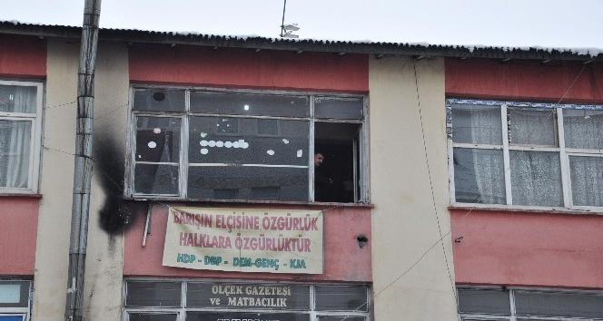 Kars'ta polis HDP ve DBP İl Başkanlıklarında arama yapıyor