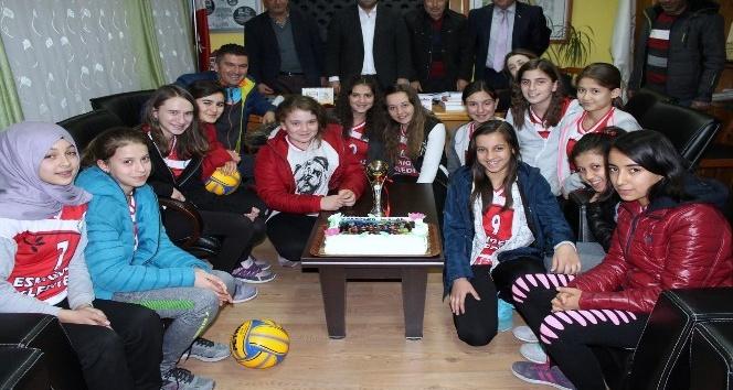 Eskigediz Belediye Gazispor Kız Voleybol Takımı için kutlama programı