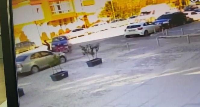 Kazada metrelerce havaya fırlayan motosiklet sürücüsü yaralandı