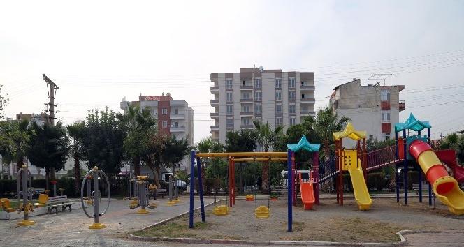 Erdemli'de parklar oyun grupları ve spor aletleriyle donatılıyor