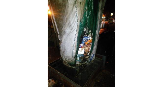 İzmit Belediyesi ekipleri çöp konteynerlerine yanıcı madde atılmamasını istedi