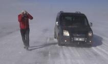 Tendürek Dağında vatandaşlar donma tehlikesi geçiriyor