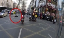 Motosikletin kadına çarptığı kaza kamerada