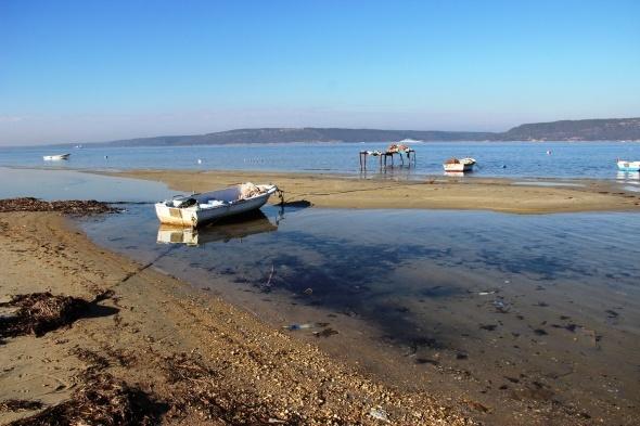 Çanakkale'de deniz 20 metre çekildi