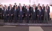 NATO üyesi ülkelerin dışişleri bakanları aile fotoğrafında