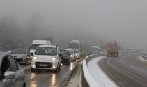 Bolu Dağında kar yağışı ve sis etkili oldu