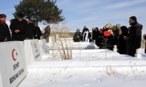 Erzurumda patlamada şehit olan 65 asker, 50. yılda dualarla anıldı