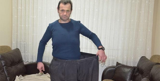 2 yılda 100 kilo verdi, eski pantolonuyla poz verdi