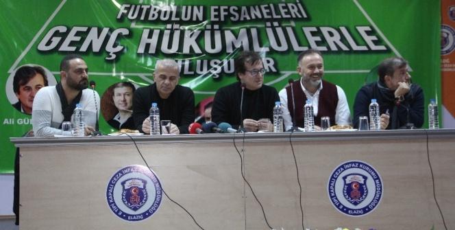 Efsane futbolcular hükümlülerle buluştu