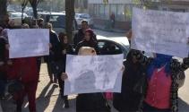 Veliler okul çevresinde uyuşturucu ve alkol içenlere karşı yürüdü