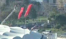 Saldırının gerçekleştiği alana dev Türk bayrakları