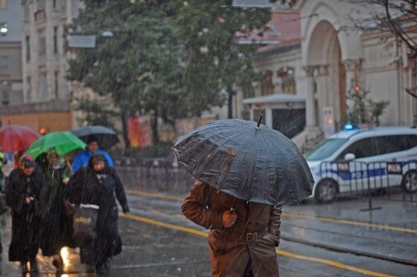 Taksim'de kar yağışı
