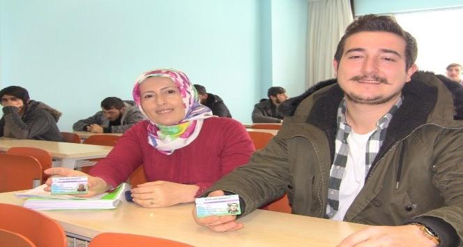 Anne ve oğlu aynı okulda okuyor