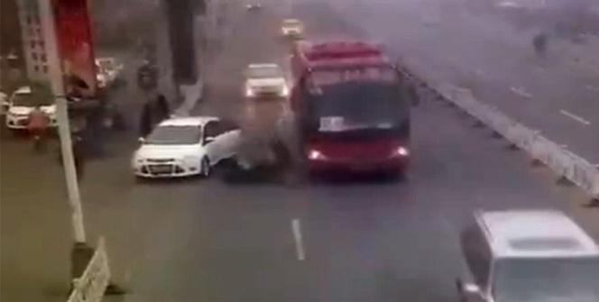 Açılan kapı kadını otobüsün altına itti