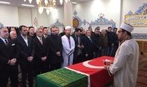 Osmanlı Hanedan Reisi Osmanoğlu toprağa verildi