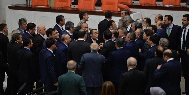 Genel Kurulda AK Parti ile CHP milletvekilleri arasında tartışma