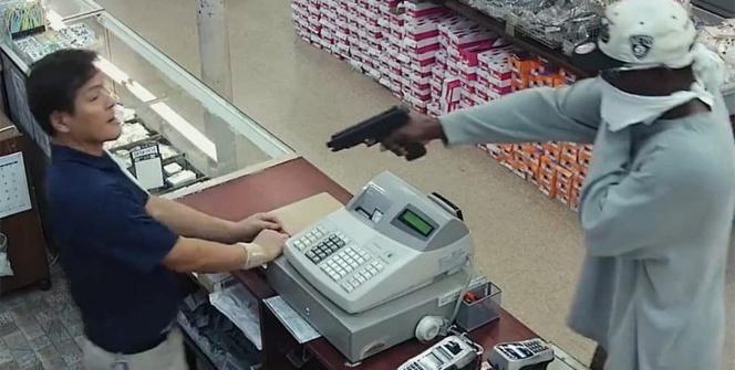 Silahlı soygun anı kamerada