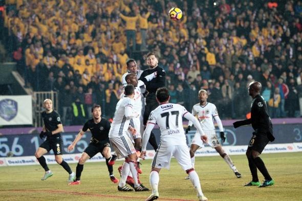 Osmanlıspor Beşiktaş maçından özel kareler