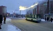 Elektrik telleri yandı, yolcular ölümden döndü