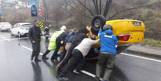 Beşiktaş'ta ticari taksi takla attı