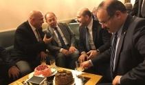 Anayasa değişiklik teklifi görüşmelerinde doğum günü kutlaması