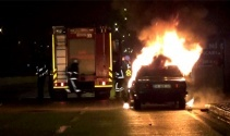 Kaza yapan sürücü aracını ateşe verdi