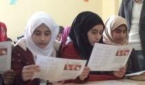 Suriyeli öğrenciler de karne sevincini yaşadı