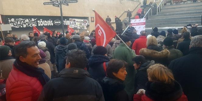 Macaristan'da metro protestosu