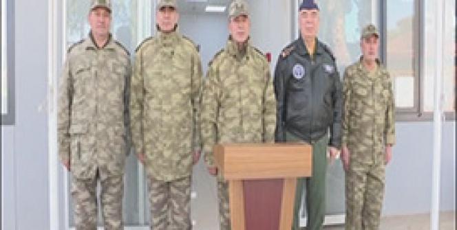 Genelkurmay Başkanı Akar, Gaziantep'teki askeri birlikte incelemede bulundu