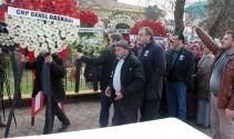 Şehit cenaze töreninde CHP çelengi boş bahçeye atıldı