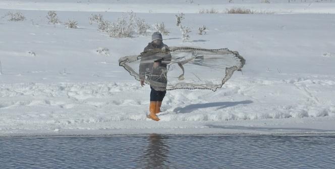 Eksi 20 derecede balık avlıyorlar