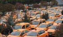 Atatürk Havalimanı taksicilerinden indi-bindi protestosu