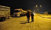 Afyonkarahisarda kar yağışı hayatı olumsuz etkiledi