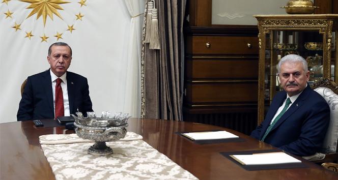 Cumhurbaşkanı ile Başbakan parti kurmaylarıyla bir araya geldi