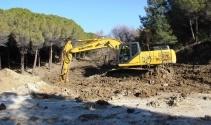 Sel sularıyla yıkılan şehitlik yolunun yapımına başlandı