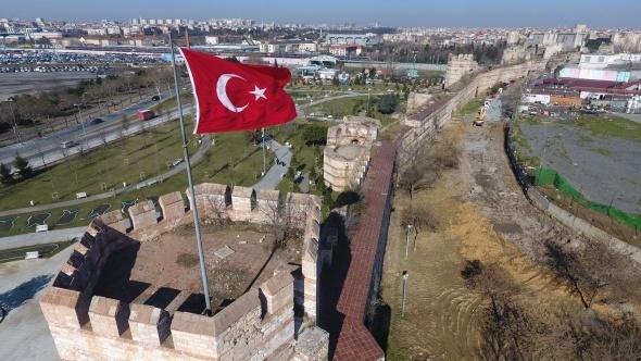 İstanbul'un can çekişen surları havadan görüntülendi