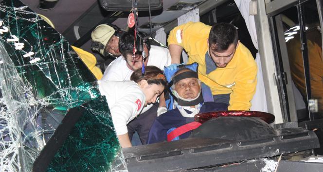 Denizlide zincirleme kaza: 17si öğrenci 25 yaralı