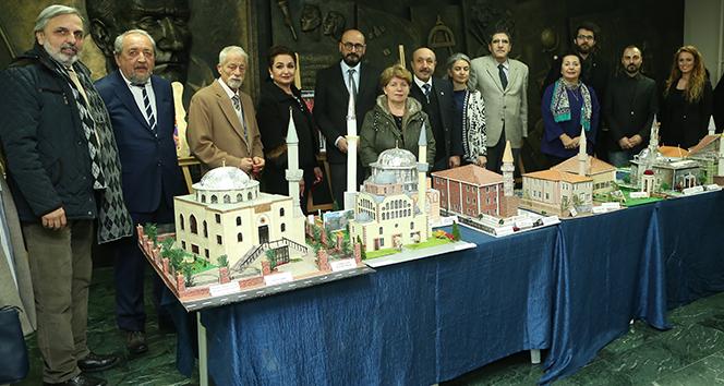 Öğrenciler İstanbulun tarihi eserlerini incelemeye aldı