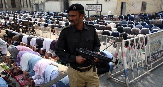Pakistanda türbeye saldırıda ölü sayısı 83e yükseldi
