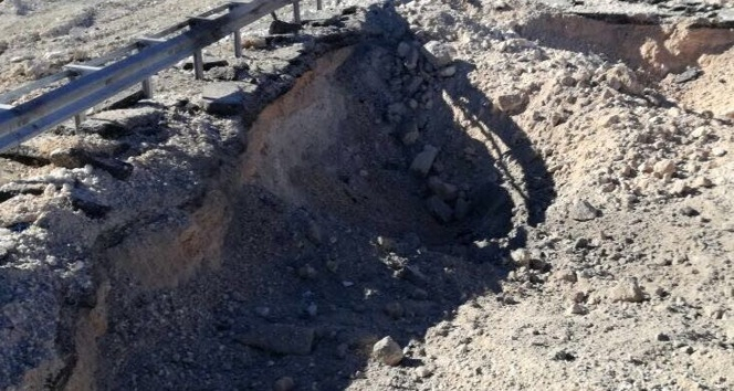 Mardinde karayoluna tuzaklanan bir ton patlayıcı imha edildi