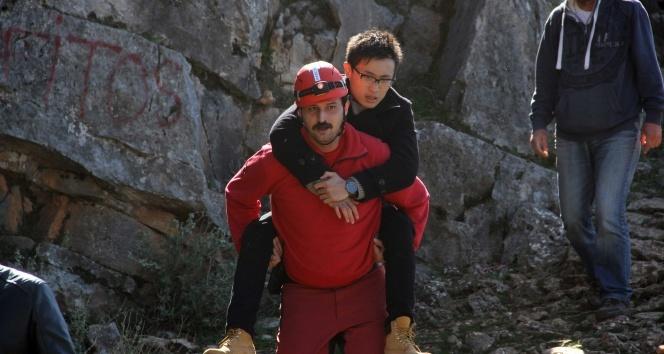 Fethiyede paraşütçüler kayalıklara düştü: 2 yaralı